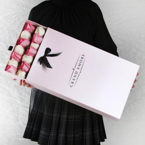 Розы в пенале Monika