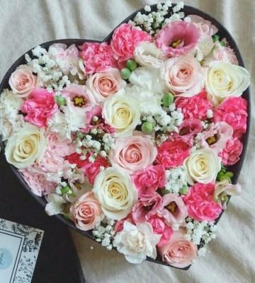Цветы в коробке Sara