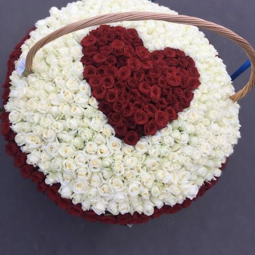 Корзина цветов Red Heart